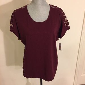 Vince Camuto -Cap Sleeve w/Solid front & lace back